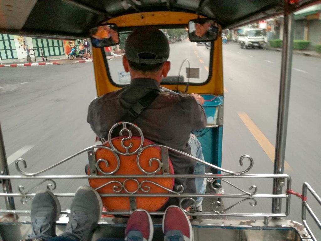 Giro in tuk tuk in Thailandia