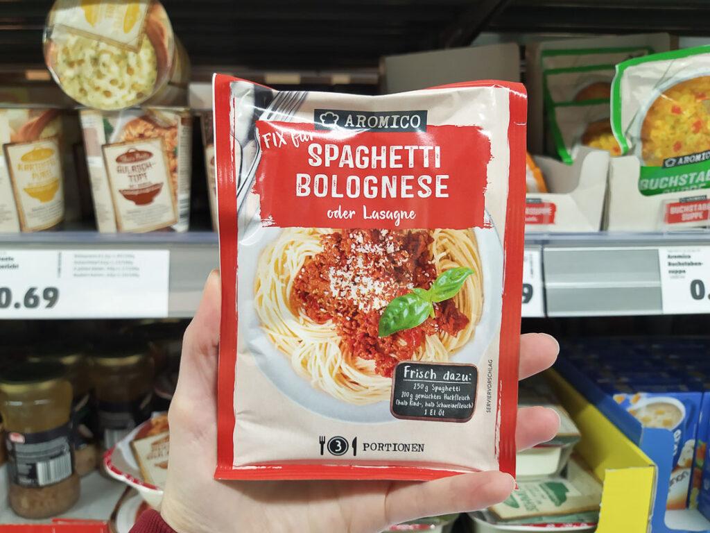 Pasta pronta nei supermercati tedeschi: spaghetti bolognese